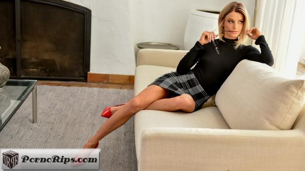 loveherfeet-18-12-07-emma-hix-the-sexy-teacher.jpg