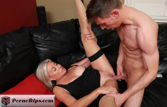 philavise-18-12-01-payton-hall-oops-i-fucked-my-stepmom.jpg