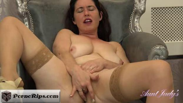 auntjudys-18-12-14-seducing-auntie-janey.jpg