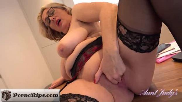 auntjudys-19-01-25-camilla-works-late-but-needs-relief.jpg