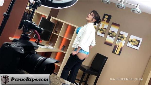 katiebanks-18-03-24-hot-for-secretary-bts.jpg