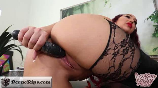 ninakayy-18-03-22-let-me-show-you-a-real-dick.jpg