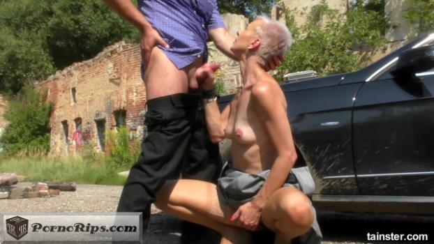 pissinginaction_spoir-blonde-bimbo-hitch-hiker-loves-his-piss_00_15_46_00021.jpg