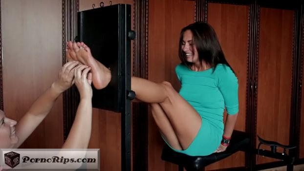 tickling-submission_-_oiled_and_tickled_feet_by_isizzu_00_03_00_00009.jpg