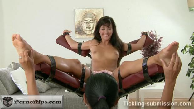 trickling_submission_-_extra_ticklish_feet_-_lauren_crist_00_07_02_00019.jpg