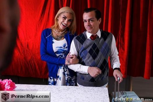 realwifestories-19-03-13-bonnie-rotten-dirty-tourism.jpg