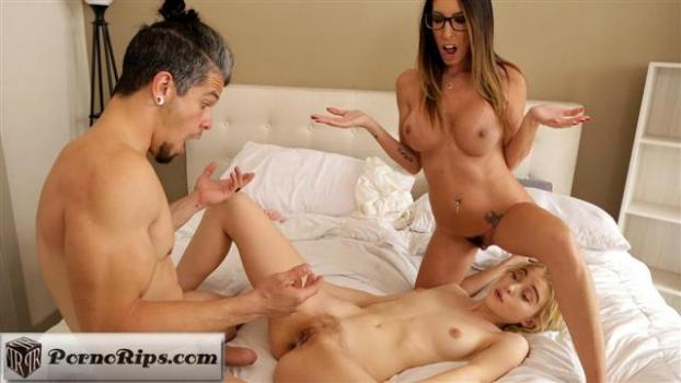 myfamilypies-19-03-27-chloe-cherry-and-dava-foxx-fucking-with-brother.jpg