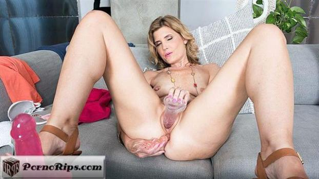 pornmegaload-19-04-12-alby-daor-toy-story.jpg