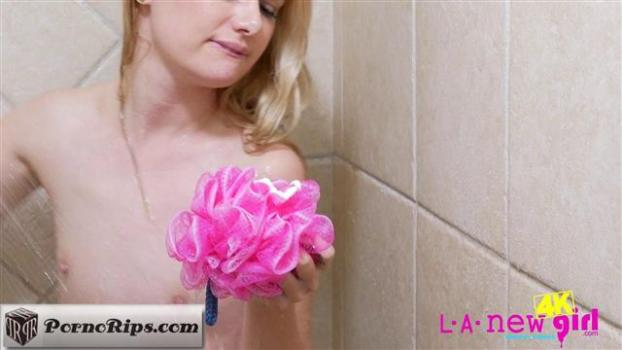 lanewgirl-19-03-31-kennedy-kressler-returns-again-shower.jpg
