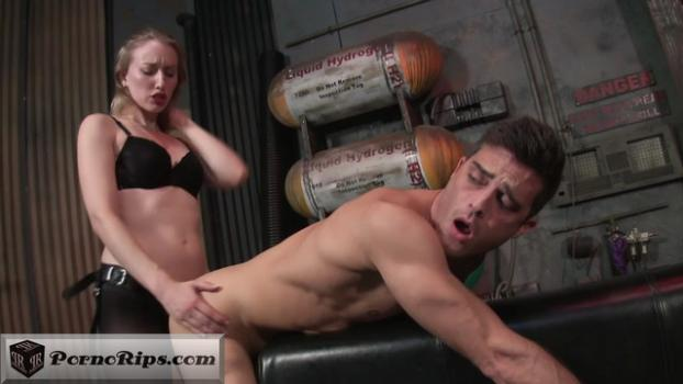 villain-realty-pegging-with-riley-reyes-master-720p_00_05_40_00011.jpg