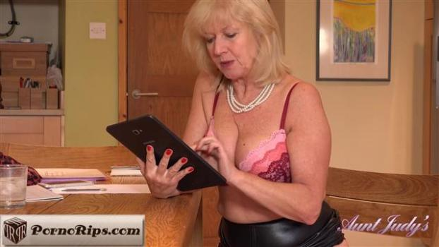 auntjudys-19-05-17-auntie-louise-home-office-seduction.jpg
