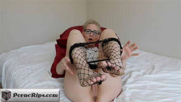liseysweet-17-04-03-fishnet-foot-fetish-pov.jpg