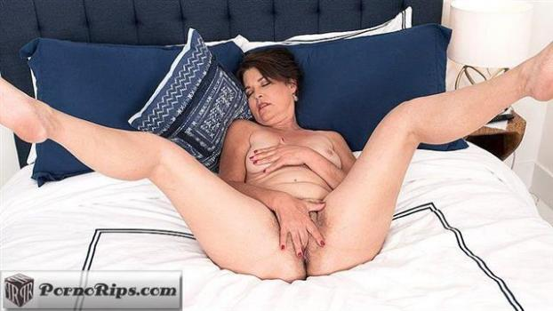 pornmegaload-19-10-09-kelly-scott-fasten-your-seat-belts-kelly-is-putting-on-a-s.jpg