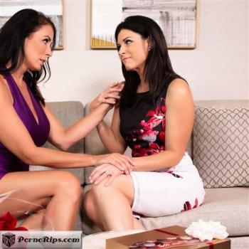 momsonmoms-19-11-19-india-summer-and-reagan-foxx-stood-up-by-her-husband.jpg