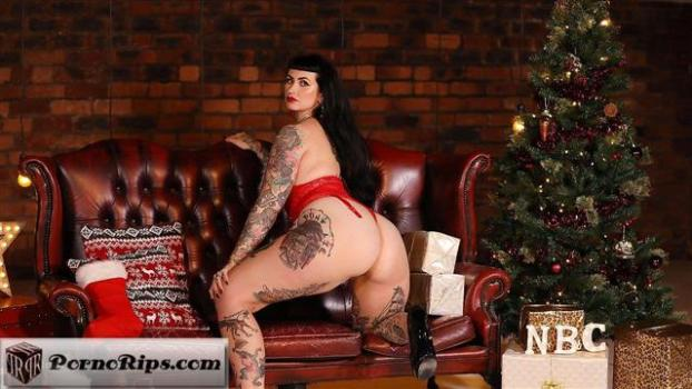 nothingbutcurves-19-12-26-cherrie-pie-new-bootylicious-boxing-day-video.jpg