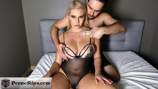 gotmylf-20-01-24-vanessa-cage-cream-for-a-natural-milf-queen.jpg