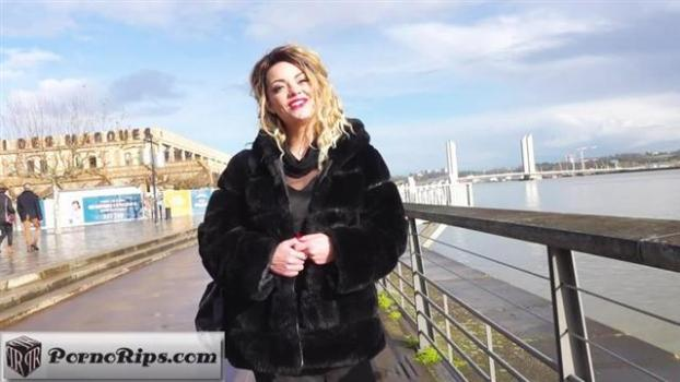 jacquieetmicheltv-20-01-31-lily-30-years-old-french.jpg