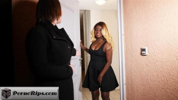jacquieetmicheltv-20-02-11-julie-25-years-old-french.jpg