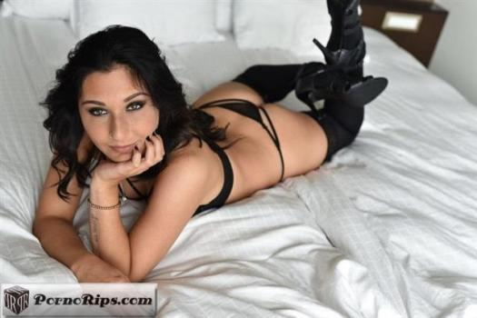 littlecapricedreams-20-02-07-charly-doux-first-time-doing-porn.jpg