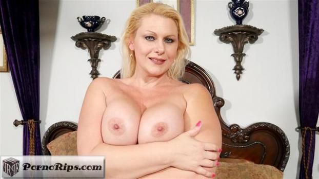 plumperpass-20-04-27-selah-rain-party-in-her-mouth.jpg