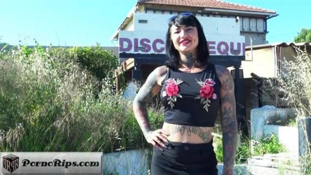 jacquieetmicheltv-20-06-04-cherry-30-years-old-french.jpg